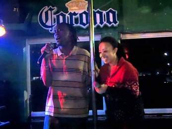 Luther Vandross Feat. Beyonce - The Closer I Get To You karaoke duet cover