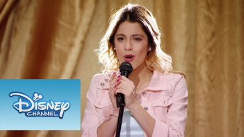 "Violetta: Momento Musical: Violetta canta ""Underneath It All"""