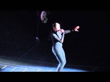 Sade - Love is found (live in Milan 06-05-2011)
